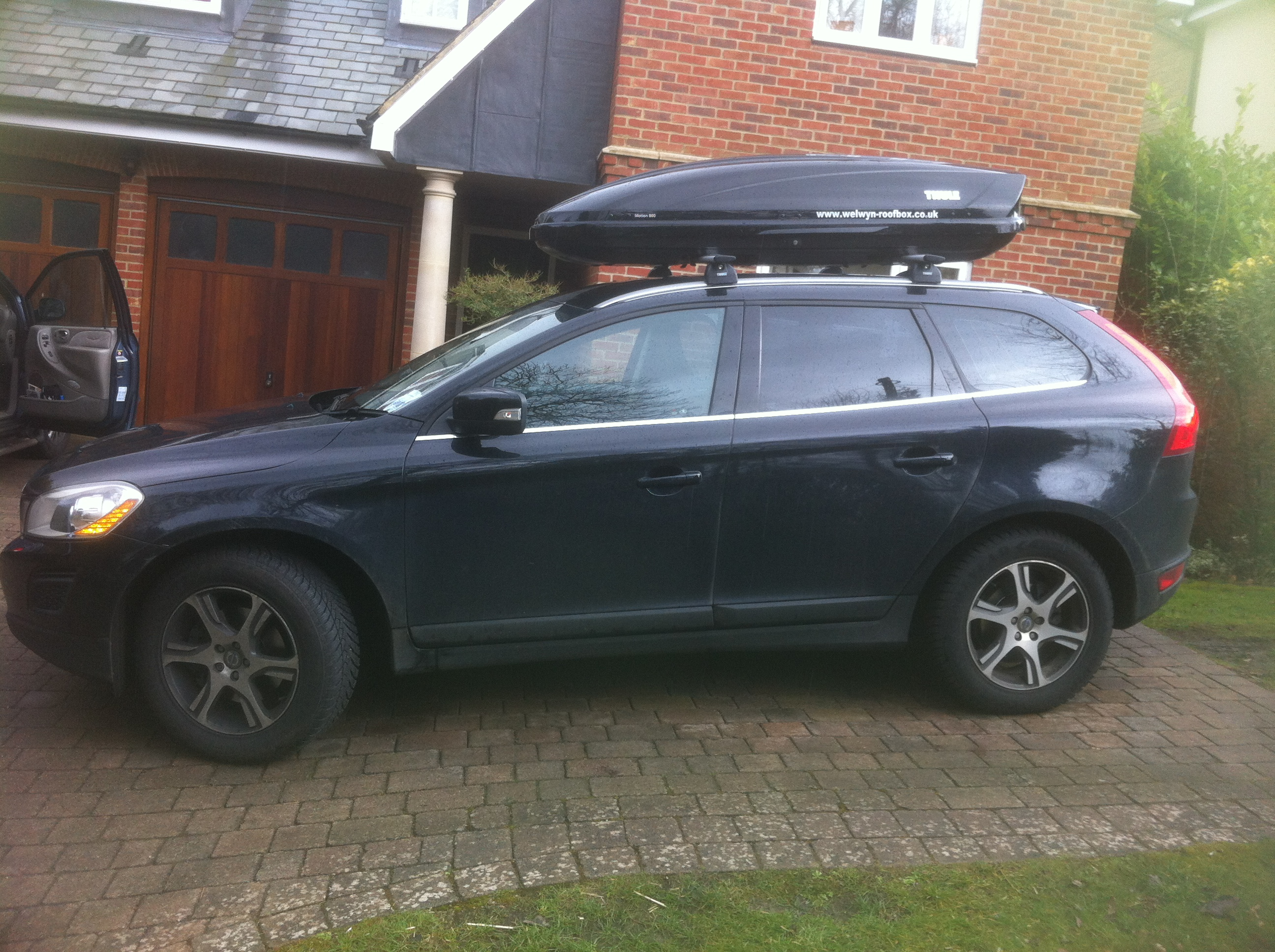 Thule Motion 800 Welwyn Roofbox Hire