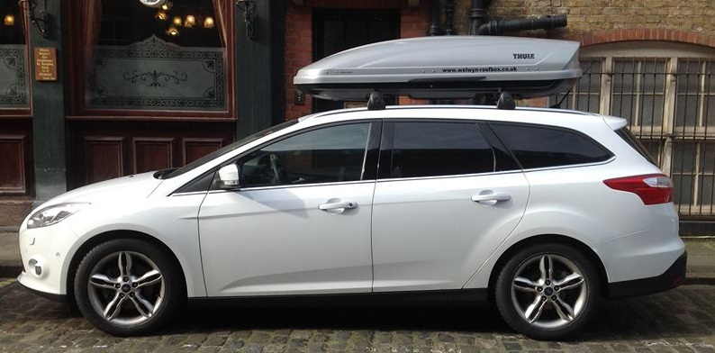 Ford Focus Estate Thule Motion 800