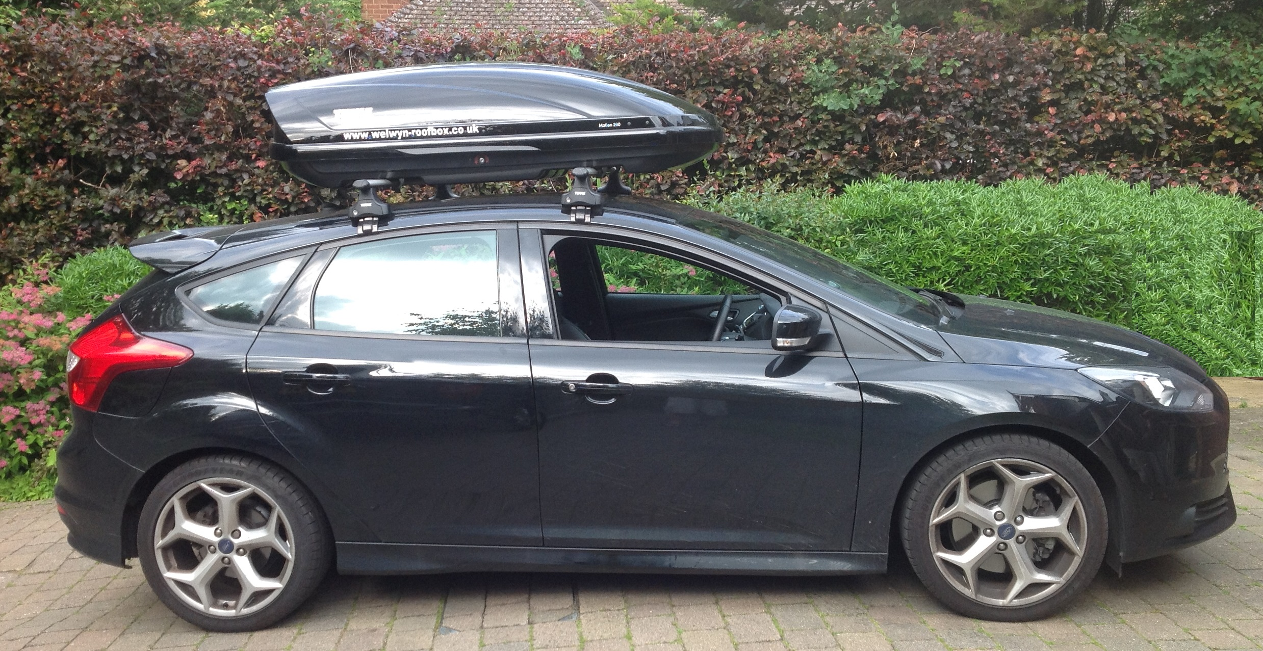 Thule Motion 200 | Welwyn Roofbox Hire